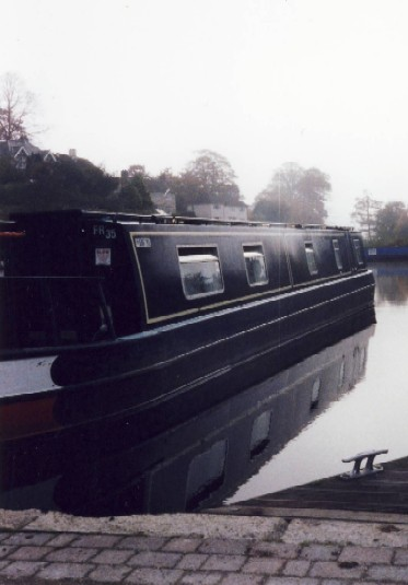 narrowboat in de mist